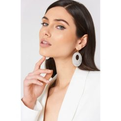 Kolczyki damskie: NA-KD Accessories Wiszące kolczyki Resin – White