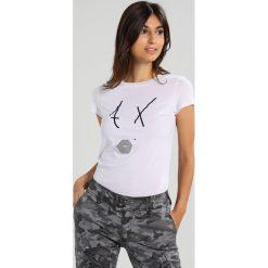 Armani Exchange Tshirt z nadrukiem white. Czarne t-shirty męskie marki Armani Exchange, l, z materiału, z kapturem. W wyprzedaży za 132,30 zł.
