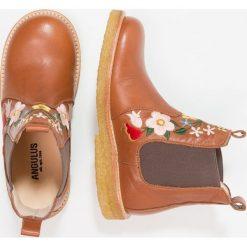 ANGULUS Botki cognac/medium brown. Brązowe buty zimowe damskie ANGULUS, z materiału. W wyprzedaży za 356,95 zł.