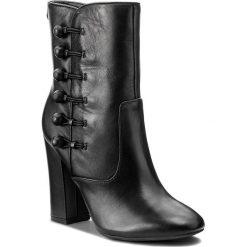 Botki GUESS - Lucena FLCEN3 LEA10 BLACK. Czarne botki damskie skórzane marki Guess. W wyprzedaży za 489,00 zł.
