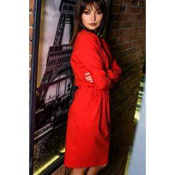 Sukienka z gumką w pasie bee-060. Czerwone sukienki dzianinowe BEE, na co dzień, m, dopasowane. Za 139,90 zł.