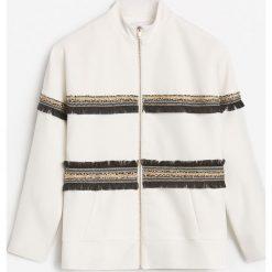 Kurtka z ozdobnymi taśmami - Biały. Białe kurtki damskie marki Reserved, l. W wyprzedaży za 99,99 zł.