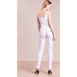Emporio Armani Jeansy Slim Fit white. Białe jeansy damskie marki Emporio Armani, z bawełny. W wyprzedaży za 443,40 zł.