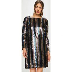 Vero Moda - Sukienka. Szare sukienki balowe marki Vero Moda, l, z poliesteru, z okrągłym kołnierzem, mini, proste. Za 259,90 zł.