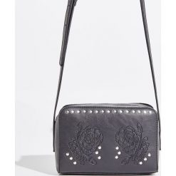 Torebka z dżetami - Czarny. Czarne torebki klasyczne damskie Sinsay. W wyprzedaży za 39,99 zł.
