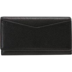 Fossil CAROLINE  Portfel black. Czarne portfele damskie marki Fossil. W wyprzedaży za 349,30 zł.