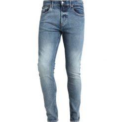 Calvin Klein Jeans 016 SKINNY Jeansy Slim Fit light blue denim. Niebieskie jeansy męskie relaxed fit Calvin Klein Jeans. Za 419,00 zł.