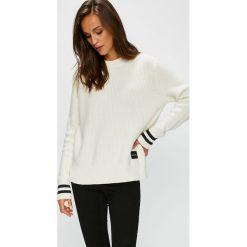 Swetry klasyczne damskie: Calvin Klein - Sweter