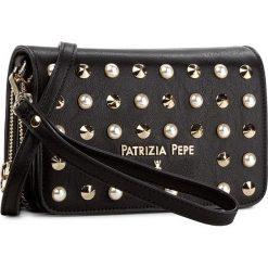 Torebka PATRIZIA PEPE - 2V7214/A2XM-X1HP  Rocka Black. Czarne listonoszki damskie marki Patrizia Pepe, ze skóry. W wyprzedaży za 389,00 zł.