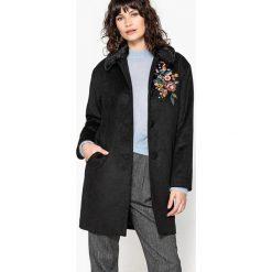 Płaszcze damskie pastelowe: Płaszcz haftowany