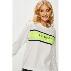 Tommy Jeans - Bluzka. Szare bluzki z odkrytymi ramionami Tommy Jeans, l, z nadrukiem, z bawełny, casualowe, z okrągłym kołnierzem. Za 229,90 zł.