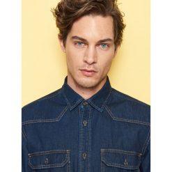 Jeansowa koszula regular fit - Granatowy. Niebieskie koszule męskie jeansowe Reserved, m. Za 139,99 zł.