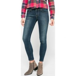 Lee - Jeansy Scarlett. Niebieskie jeansy damskie Lee. W wyprzedaży za 299,90 zł.
