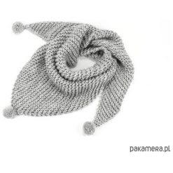Apaszki damskie: szara chusta z pomponami zrobiona na drutach