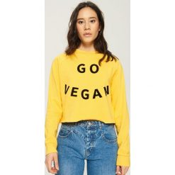 Bluza z nadrukiem - Żółty. Żółte bluzy z nadrukiem damskie marki Mohito, l, z dzianiny. Za 39,99 zł.