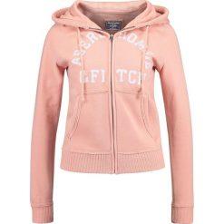 Abercrombie & Fitch HOLIDAY LOGO Bluza rozpinana pink. Czerwone kardigany damskie Abercrombie & Fitch, m, z bawełny. Za 349,00 zł.