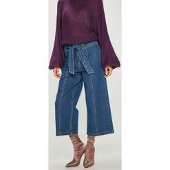 Answear - Jeansy Femifesto. Niebieskie jeansy damskie ANSWEAR, z podwyższonym stanem. W wyprzedaży za 99,90 zł.