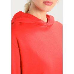 Bluzy damskie: Karen by Simonsen TOXIC  Bluza z kapturem mars red