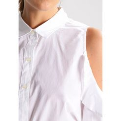 Koszule wiązane damskie: Abercrombie & Fitch RUFFLE COLD SHOLDER Koszula white