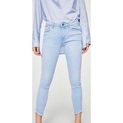 Mango - Jeansy Isa2. Niebieskie jeansy damskie Mango. W wyprzedaży za 99,90 zł.