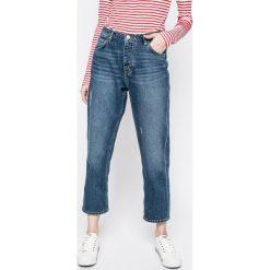Mustang - Jeansy. Niebieskie jeansy damskie relaxed fit marki Mustang, z aplikacjami, z bawełny. W wyprzedaży za 159,90 zł.