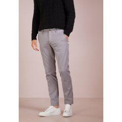 Polo Ralph Lauren SLIM FIT NEWPORT PANT Spodnie materiałowe perfect grey. Szare rurki męskie Polo Ralph Lauren, z bawełny. Za 629,00 zł.