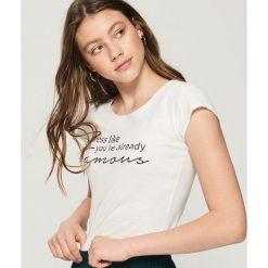 T-shirt z motywującym napisem - Biały. Białe t-shirty damskie Sinsay, l, z napisami. Za 9,99 zł.