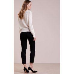 Swetry klasyczne damskie: CLOSED Sweter bleached almond