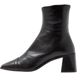 Topshop MURIEL Botki black. Czarne botki damskie skórzane marki Topshop, klasyczne. Za 459,00 zł.