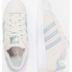 Adidas Originals SUPERSTAR Tenisówki i Trampki pearl grey/tactile blue. Zielone tenisówki męskie marki adidas Originals, z materiału. W wyprzedaży za 303,20 zł.