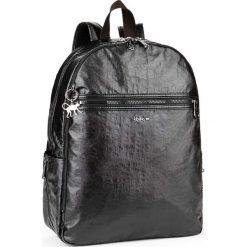 """Plecak """"Deeda"""" w kolorze czarnym - 32 x 42 x 16 cm. Czarne plecaki męskie Kipling, z tworzywa sztucznego. W wyprzedaży za 304,95 zł."""