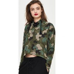 Bluzy damskie: Krótka bluza camo – Wielobarwn