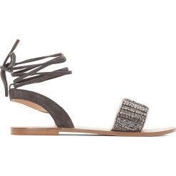 Rzymianki damskie: Płaskie skórzane sandały z ozdobnymi koralikami