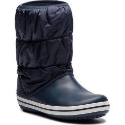 Śniegowce CROCS - Winter Puff Boot 14614 Navy/White. Niebieskie buty zimowe damskie marki Crocs, z materiału, na niskim obcasie. W wyprzedaży za 199,00 zł.