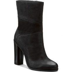 Botki GINO ROSSI - Yumiko DBH130-T13-4B00-9900-0 99. Czarne buty zimowe damskie marki Gino Rossi, z nubiku, na obcasie. W wyprzedaży za 299,00 zł.