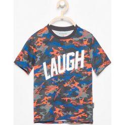 Odzież chłopięca: T-shirt moro z nadrukiem – Pomarańczo