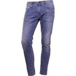 Emporio Armani Jeansy Slim Fit light blue. Szare jeansy męskie relaxed fit marki Emporio Armani, l, z bawełny, z kapturem. W wyprzedaży za 468,30 zł.