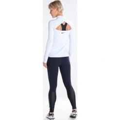 Nike Performance Koszulka sportowa pure platinum/black. Szare topy sportowe damskie marki Nike Performance, xl, z elastanu. W wyprzedaży za 195,30 zł.