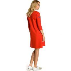 DARLENE Sukienka trapezowa z kieszenią - czerwona. Czerwone sukienki balowe Moe, na co dzień, z dzianiny, trapezowe. Za 129,99 zł.