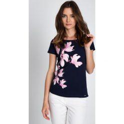 Bluzki asymetryczne: Granatowa bluzka w magnolie QUIOSQUE