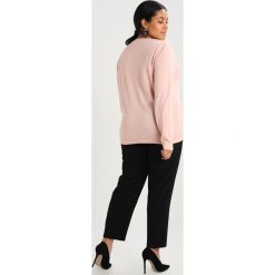 Swetry klasyczne damskie: Lost Ink Plus JUMPER WITH EXTREME BOW Sweter blush