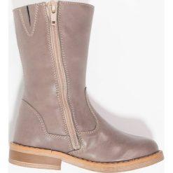 Friboo Kozaki taupe. Czerwone buty zimowe damskie marki Friboo, z materiału. W wyprzedaży za 135,85 zł.