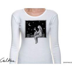 Okno - damska koszulka z długim rękawem. Niebieskie bluzki z odkrytymi ramionami marki Pakamera, z bawełny. Za 79,00 zł.