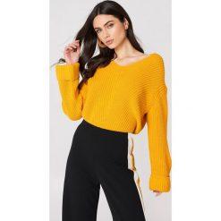 MANGO Sweter z dekoltem V - Orange. Pomarańczowe swetry klasyczne damskie marki Mango, z dzianiny, dekolt w kształcie v. W wyprzedaży za 77,37 zł.