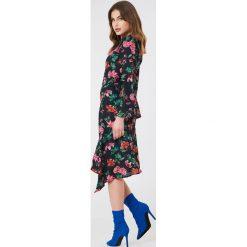 NA-KD Boho Asymetryczna sukienka z głębokim rozcięciem - Multicolor. Niebieskie sukienki asymetryczne marki NA-KD Boho, na imprezę, w koronkowe wzory, z koronki, boho, na ramiączkach, mini. Za 40,95 zł.