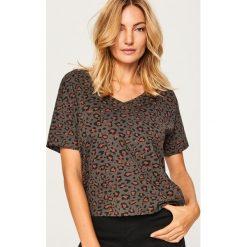 T-shirt ze zwierzęcym motywem - Szary. Szare t-shirty damskie marki Reserved, l, z motywem zwierzęcym. W wyprzedaży za 14,99 zł.