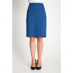 Niebieska gładka spódnica QUIOSQUE. Niebieskie spódnice wieczorowe QUIOSQUE, uniwersalny, z dzianiny, z standardowym stanem, midi, ołówkowe. Za 139,99 zł.