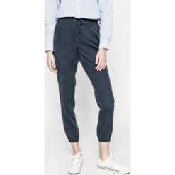 Tommy Jeans - Spodnie. Szare bryczesy damskie Tommy Jeans, m, z jeansu. W wyprzedaży za 219,90 zł.