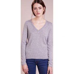 Swetry klasyczne damskie: FTC Cashmere PULLI V NECK Sweter opal grey