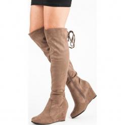 MUSZKIETERKI NA KOTURNIE. Czarne buty zimowe damskie marki Born2be, z materiału, z okrągłym noskiem, na niskim obcasie, na koturnie. Za 85,00 zł.
